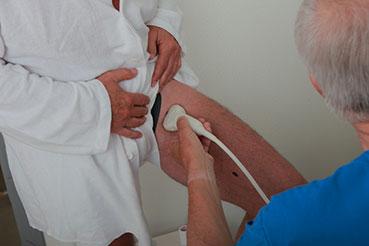 Ved undersøgelse anvendes ultralyd til at finde de utætte kar